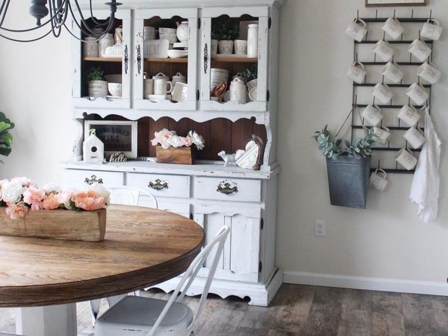 Gorgeous Dining Room Hutch Décor Ideas25